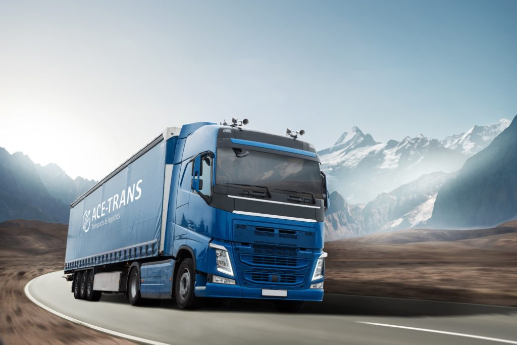Camion bâche avec logo ACE TRANS